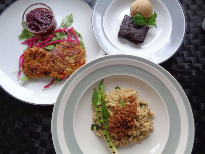 Vegetable cakes with beetroot dip, creamy Barsotto & vegan brownie with Banana & Peach ice cream